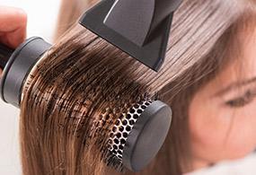 13 روش صحیح برای استفاده از سشوار و محافظت از موها