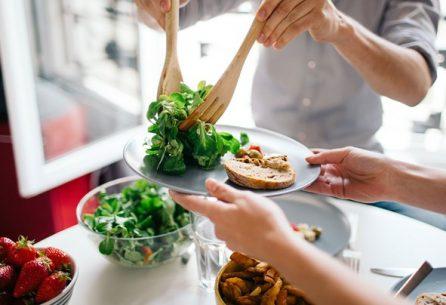 چگونه میتوانیم یک تغذیه سالم داشته باشیم؟